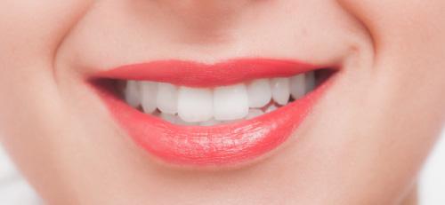 歯並びがキレイな女性